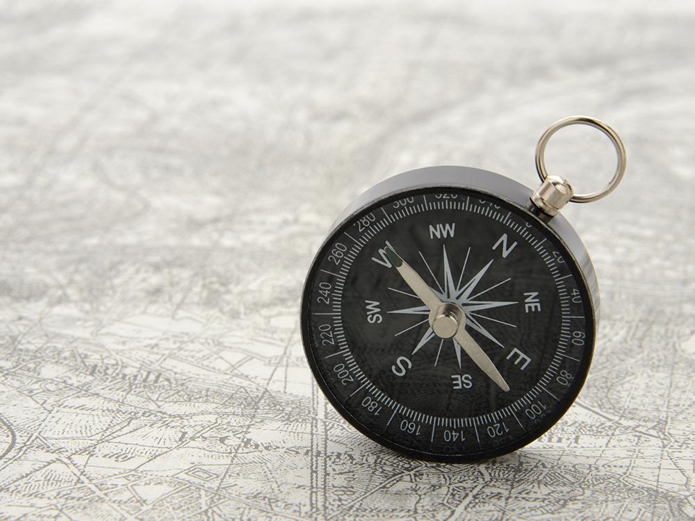 地図とコンパスの画像